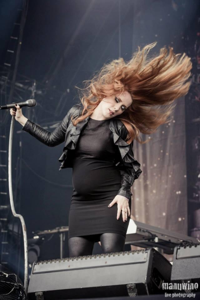 Simone Simons pregnant